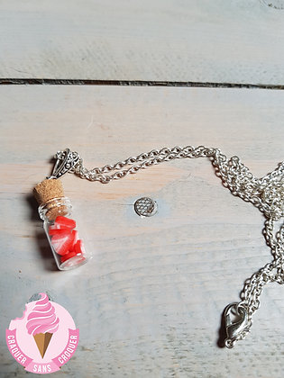 Collier fiole fraise