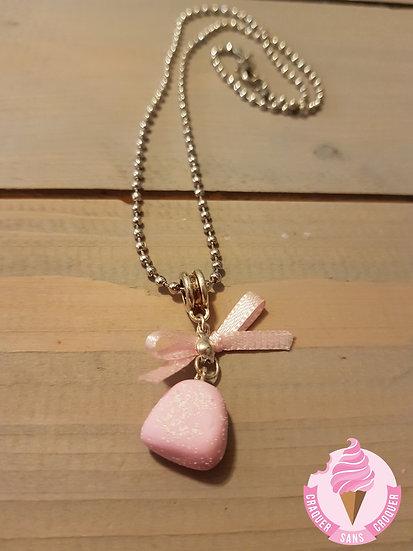 Collier bonbon fraise rose