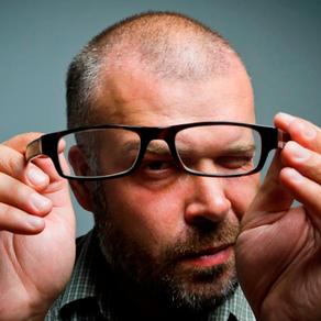 ¿Cuál es la manera correcta de limpiar tus gafas?