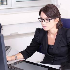 Cuida tu visión en el trabajo, aquí te enseñamos cómo