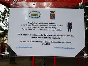 Foto cartello seggiono inclusivo.jpg