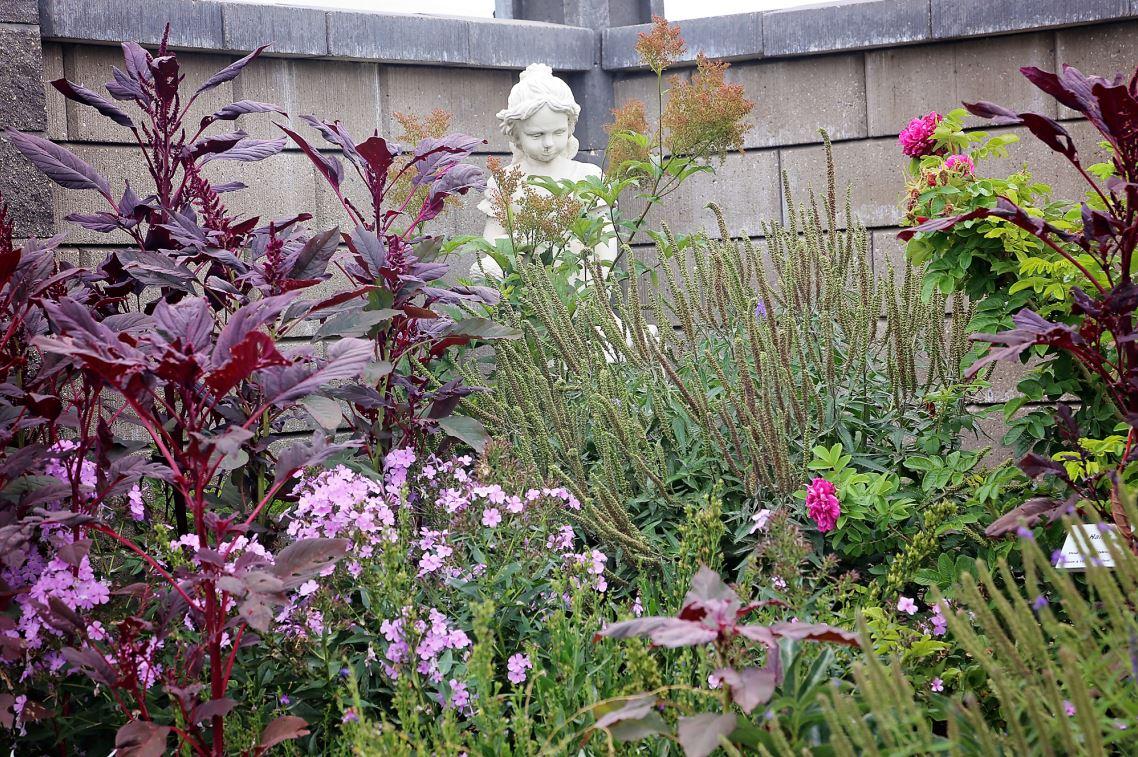 Wall garden statue