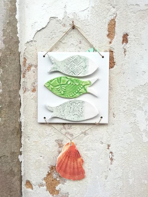 Azulejo decorativo com 3 peixes