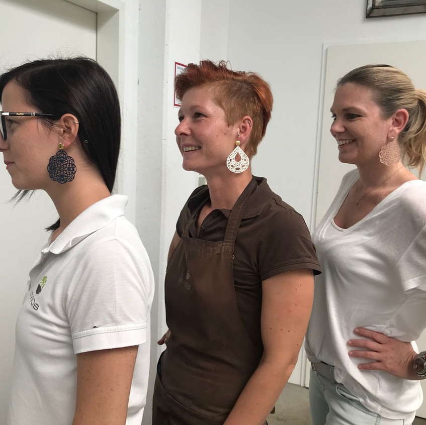Mag. Bettina Huber, Livios (rechts) & Ohrangerie Ohrringe