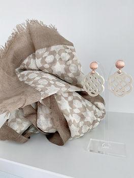 Ohrringe-Ohrangerie-Anemone-Horn-champagner-beige-Kunsthandwerk-Irrsee.3.jpg