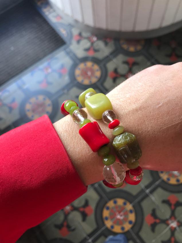Armbänder aus Halbedelsteinen je 55 EUR