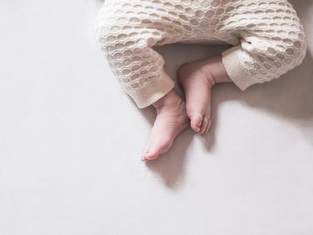 Et cette petite Reine de 12 jours / séance nouveau-ne - photographe bébé domicile
