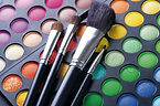 maquillage-fete-fards-pinceaux-palette.j