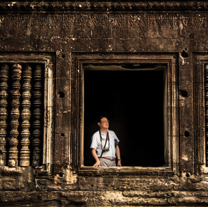 Tourist amazed by the majesty of Angkor Wat.