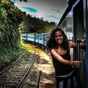 Cliche photo at Kandy - Ella Train.