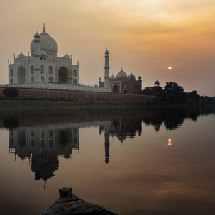 Lake sunset to the Taj Mahal.