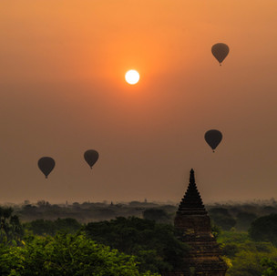 Sunrise, balloons, temples only in one place: Old Bagan.