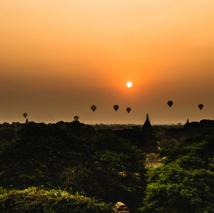 Sunrise, balloons and Old Bagan. Perfect.