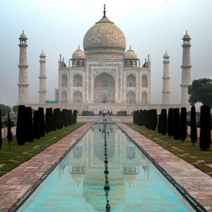 06 am mirroring the Taj Mahal.