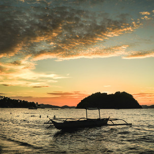 Amazing sky during the sunset at Cabanas Beach, El Nido.