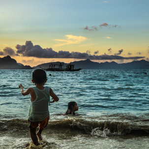 Kids playing during sunset at Cabanas Beach, El Nido!