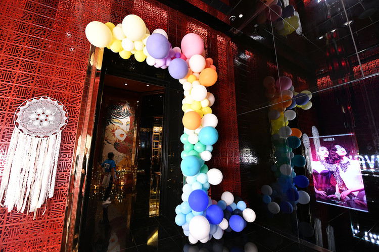 KWM balloon arch - Hands Kiosk Event Man