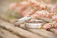 Silver%20wedding%20rings%20on%20a%20wood