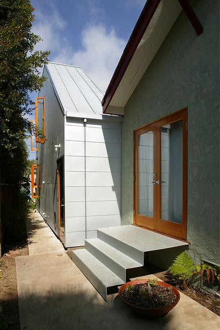 elevated-house_2.jpg