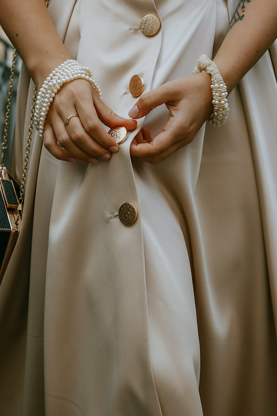 robe crème, bouton doré.jpg