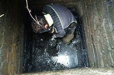 Ручная чистка септика, прочистка выгребной ямы, чистка колодца