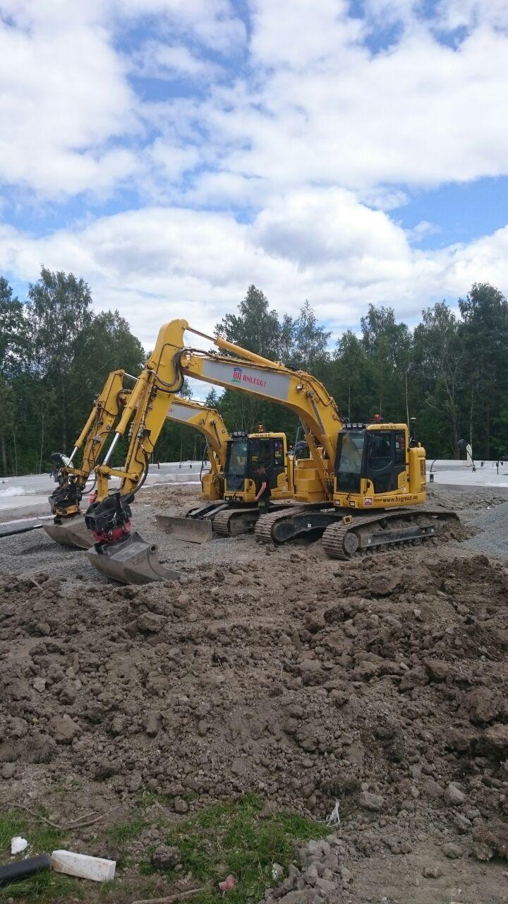 To av våre Komatsu gravemaskiner.