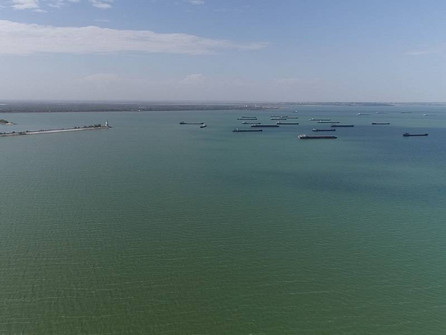 Десятки танкеров и сухогрузов скопились у Волгодонска из-за маловодья Дона