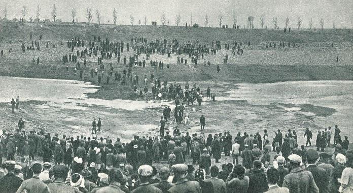 Заполнение водой судоходного канала между шлюзами №№ 1 и 2, 31 мая 1952 года