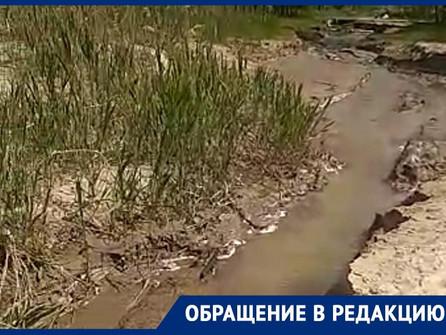 Подозрительный ручей из Волгодонска в Цимлянское водохранилище обнаружили очевидцы