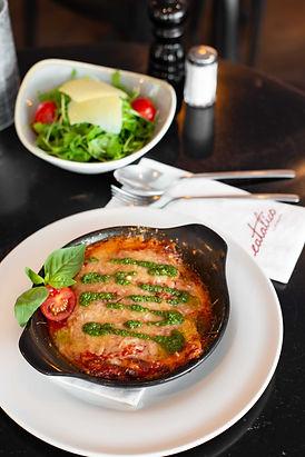 Lasagne al Forno  Rucola con Parmigiano Salat.jpg