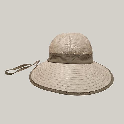 Bauloise Ext. Beige  avec ruban beige ; lien anti-vent avec petite pince