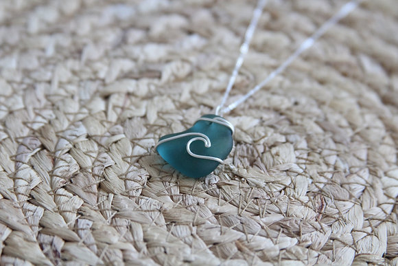 Seafoam Signature Wave Necklace