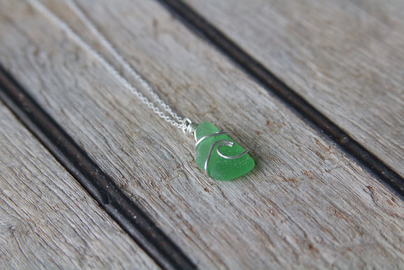 Green Wave Necklace