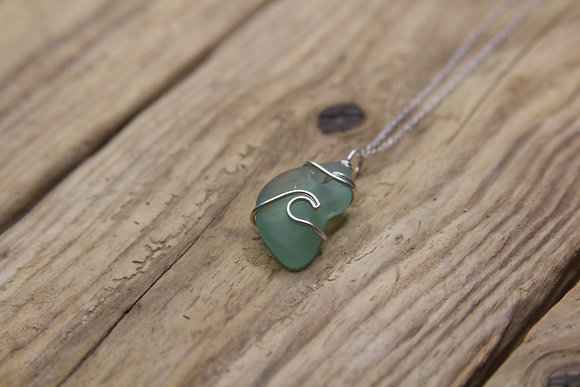 Light Green Wave Necklace