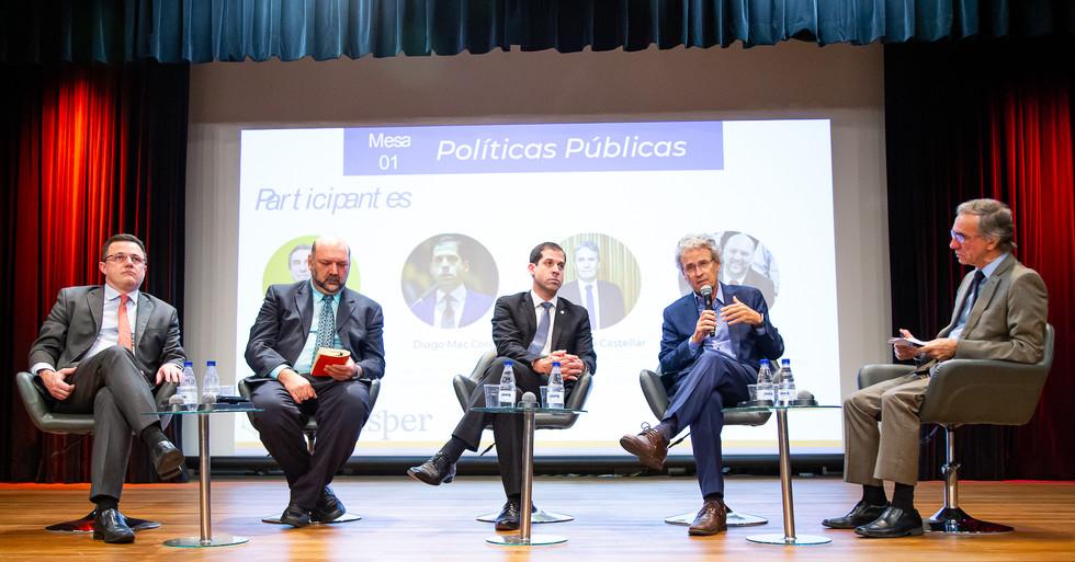 Participantes Mesa 01 - Políticas Públicas. Frederico Turolla, Thadeu Abicalil ,Diogo Mac, Armando Castellar e Roberto Caetano [da esquerda para direita]