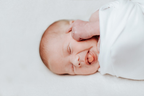Vauvakuvaus, newbornkuvaus, perhekuvaus, vastasyntyneenkuvaus, tampere, pirkanmaa