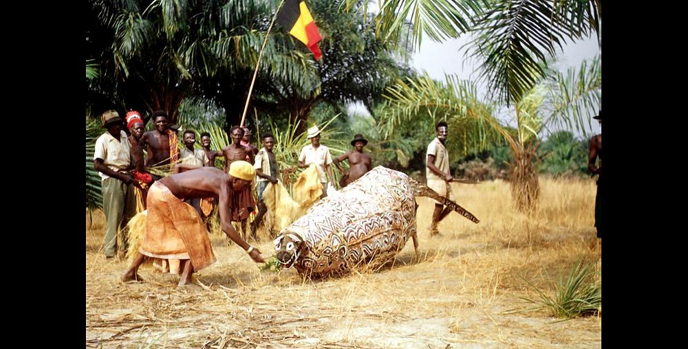 Masque Pakasa. 1957. Crédit : L. de Sousberghe-SIRIS