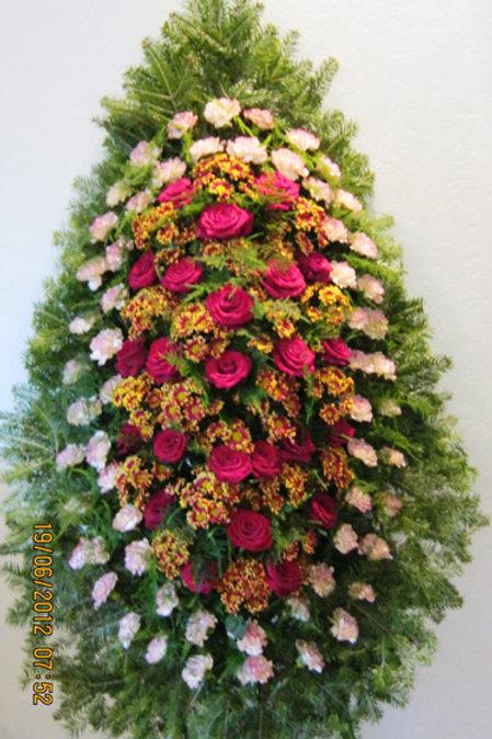 красивый венок из живых цветов фото