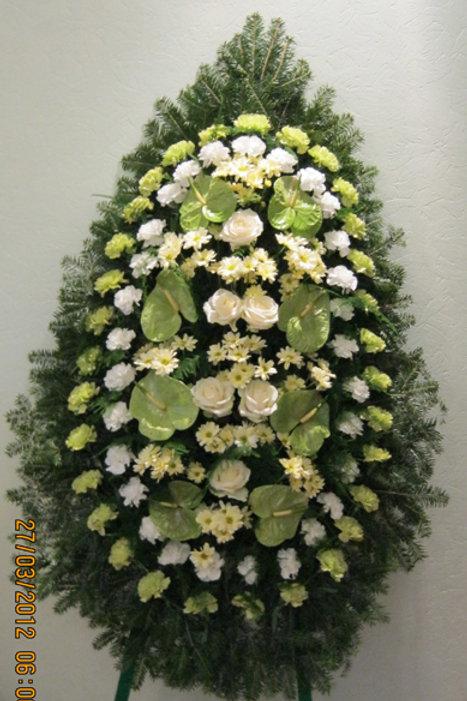 венок из живых цветов на похорона фото