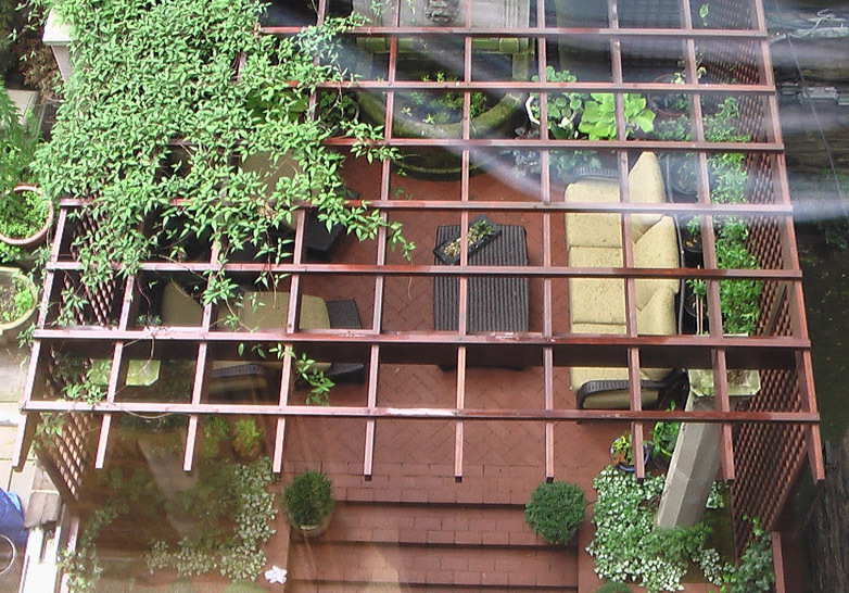NYC UES TOWNHOUSE COURTYARD