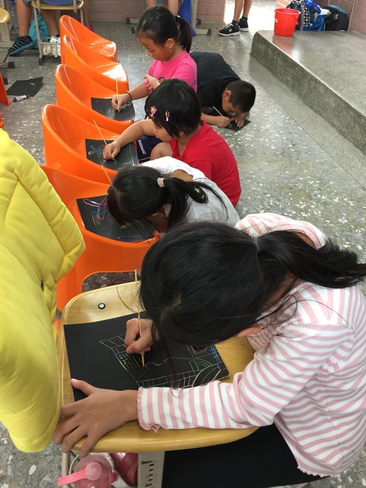 孩子們畫碉堡