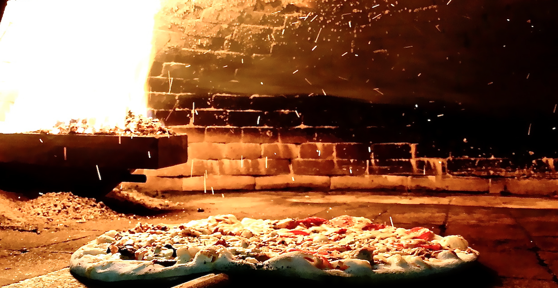 Pizza no forno a pellets