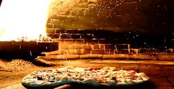 Pizza no forno a pellets