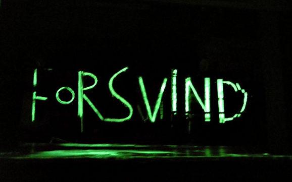 Forsvind. Go away. Photoluminiscens