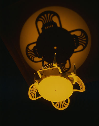 ANTIPODE      LYSRUM Statens Kunstfond på Charlottenborg. Copenhagen,1995  Plasticmøblement og teaterspot.