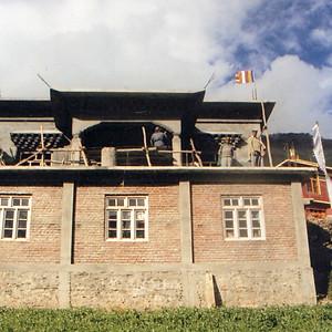 德嶺寺擴建工程正在進行,主體已竣工,內部裝潢和外部修飾工程仍進行中