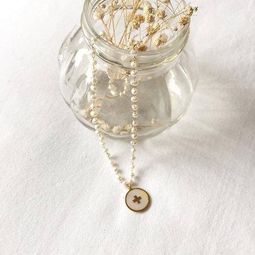 gargantilla bolitas perlas con cruz