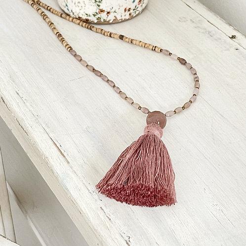 collar pompón rosa
