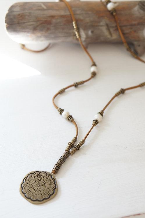 collar cuero perlas
