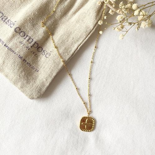 gargantilla bolitas dorada con medalla
